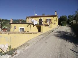 Villa in vendita con tre camere da letto e terrazzo vista lago-Sorriso