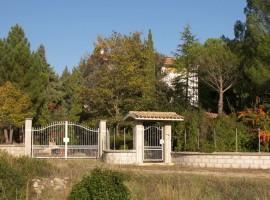 Villetta in Abruzzo quattro camere, taverna e terreno- Rombo