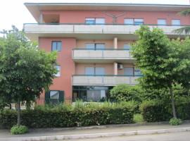 Vendesi appartamento con tre camere, terrazzo e garage - Stella