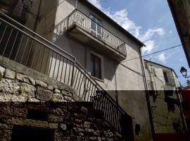 Casa di paese da ristrutturare nei pressi del castello - Dado