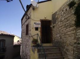 Casa abitabile in centro storico - Mandorla