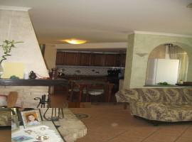 Casa singola abitabile con cortile - Vito