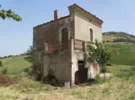 Abitazione rurale con 2 ettari di terreno - Rustica