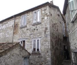 Casa in pietra nel borgo