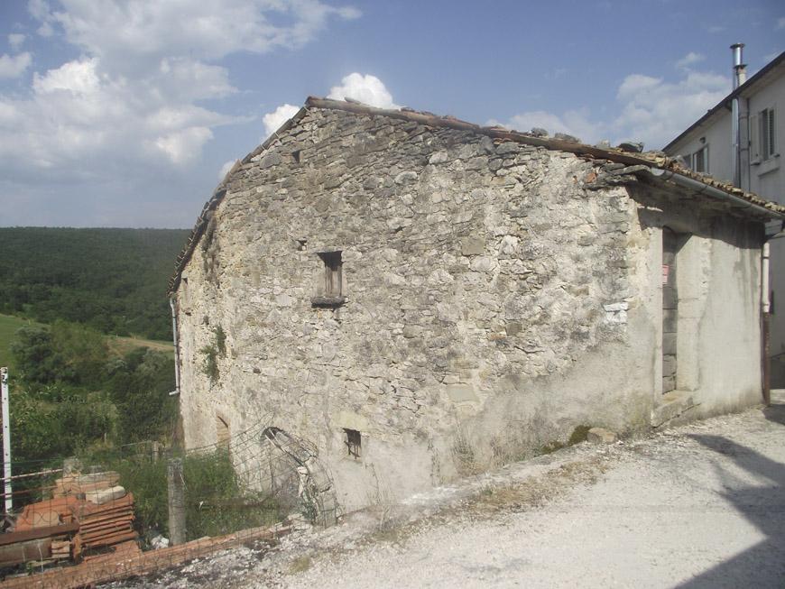 Casa nel borgo antico in vendita