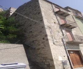 Casa in pietra in centro storico