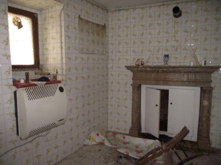 Casa di paese nei pressi del castello civitacampomarano - Cucina con camino ...